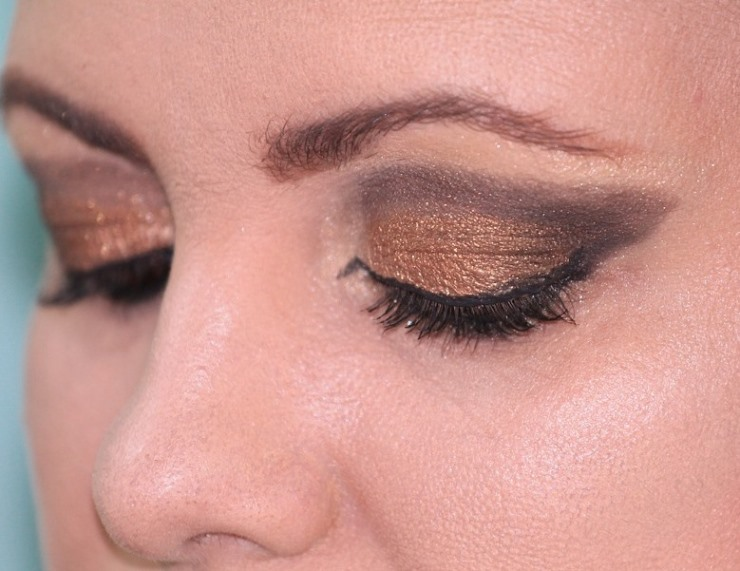 How to Put Eyeliner on More Precisely Woman Wearing Eyeliner
