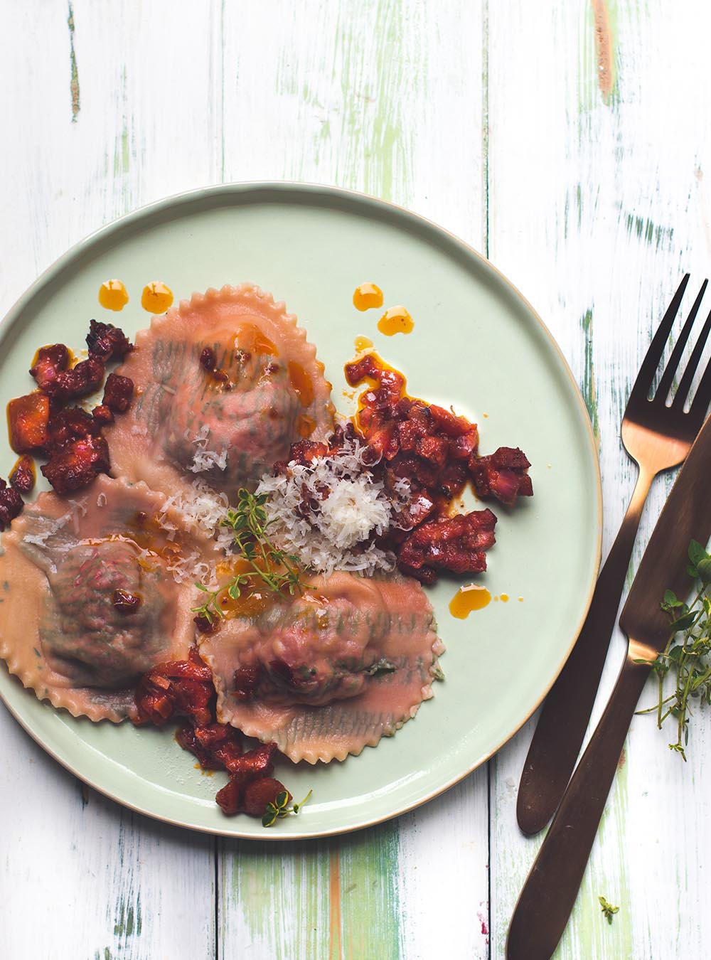Rote Bete Ravioli mit Chorizo Bolognese -  Minimoments