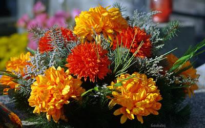 http://fotobabij.blogspot.com/2016/02/swierkowo-kwiatowa-dekoracja-nagrobna.html