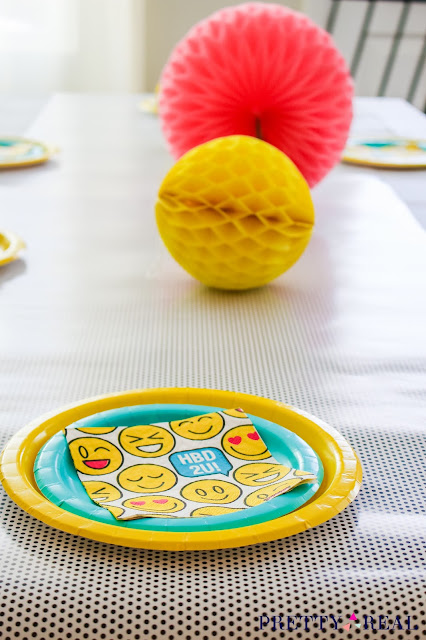 emoji party tablescape