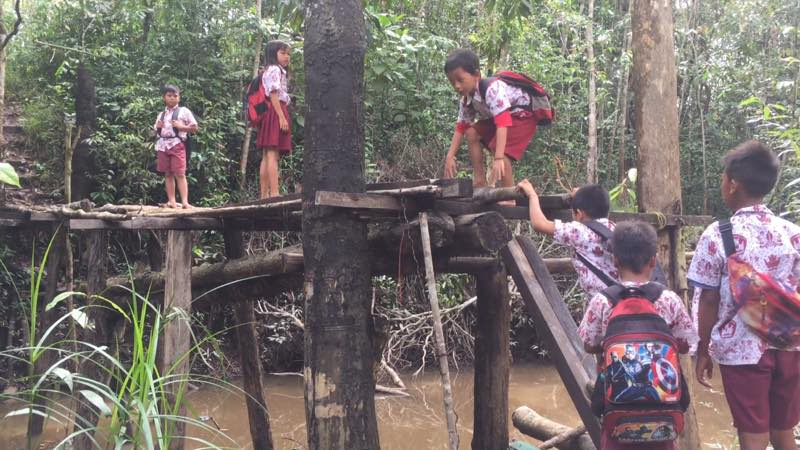 SEKADAU.COM (Desa Semalam)Kondisi geografis Kampung Nanga Semalam, Dusun Resak Balai, Desa Merbang, Kecamatan Belitang Hilir dinilai sangat tepat dipindahkan ke Dusun Enteras, Desa Sungai Ayak Dua, Kecamatan Belitang Hilir. Hal ini dikarenakan