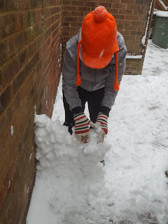Dan Jon building a snow wall