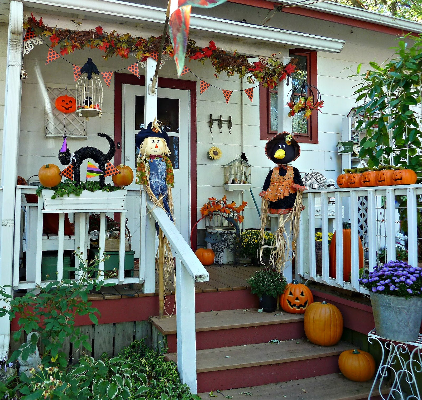 Decorated Halloween House: Old Glory Cottage: Halloween/Fall Decorations