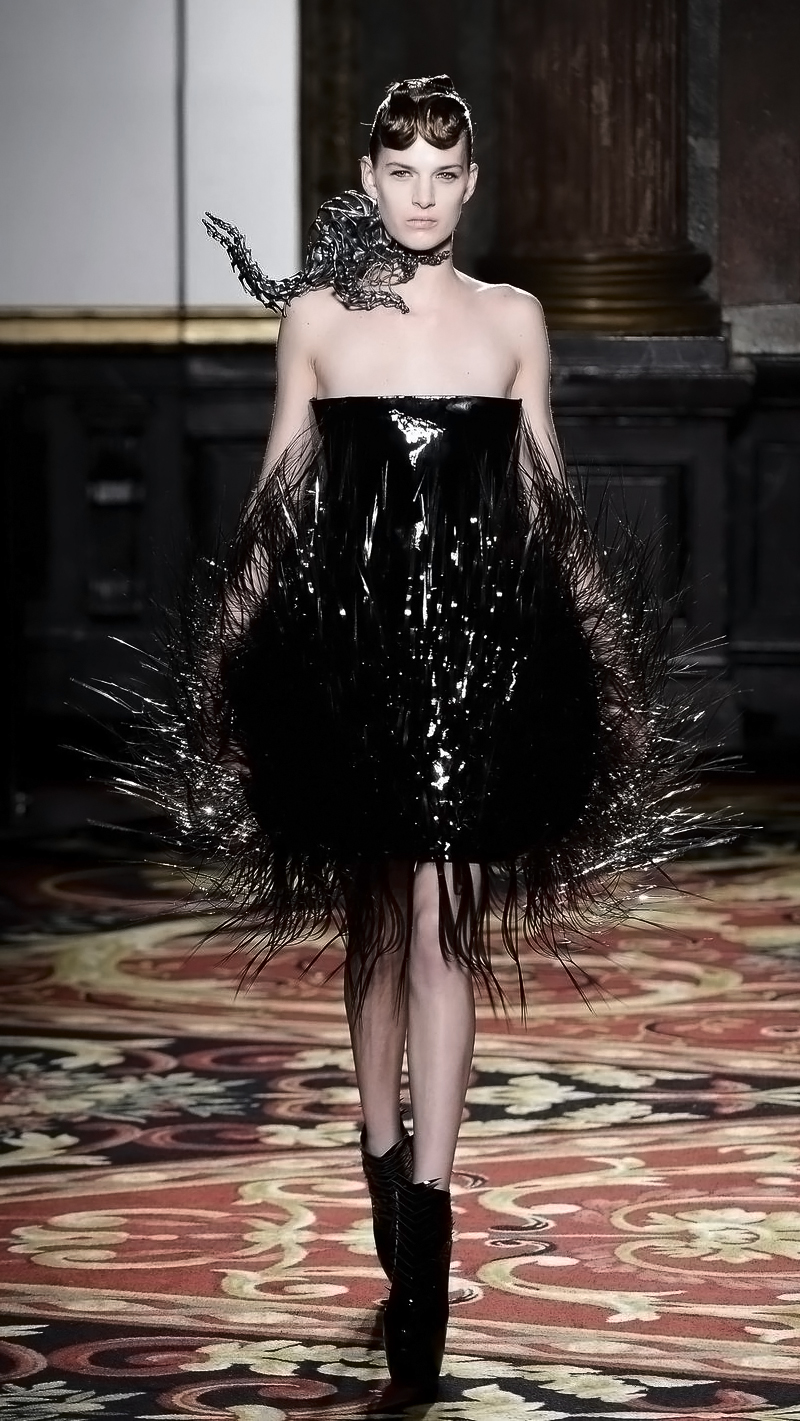 Iris Van Herpen Amp Isaie Bloch Voltage Couture Show Paris