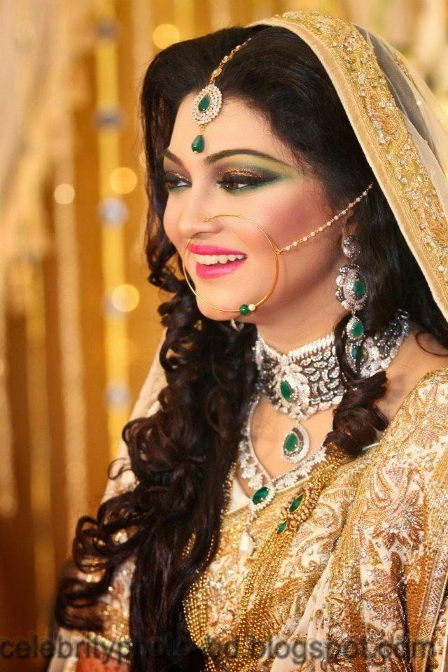 Beautiful Bangladeshi Bride With Gorgeous Make-Up Photos Collection