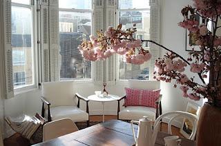 Bunga Hiasan Meja Ruang Tamu, Rang Tamu Minimalis, Desain Meja Ruang Tamu