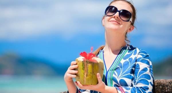 13 Manfaat Air Kelapa Hijau bagi Kesehatan, Bisa Bikin Langsing!
