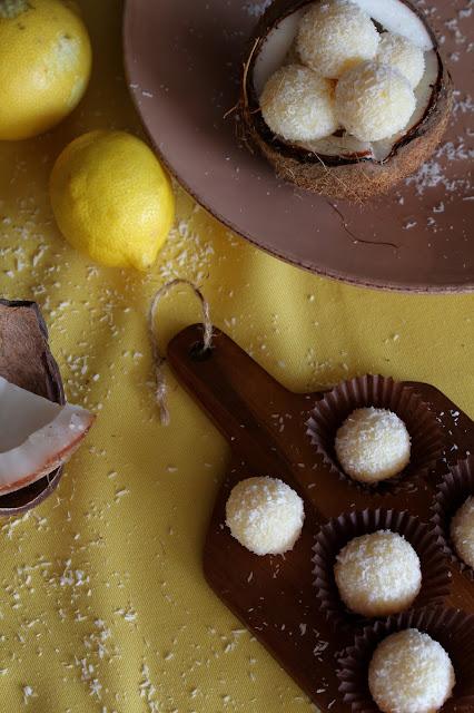 Brigadeiros de côco e limão