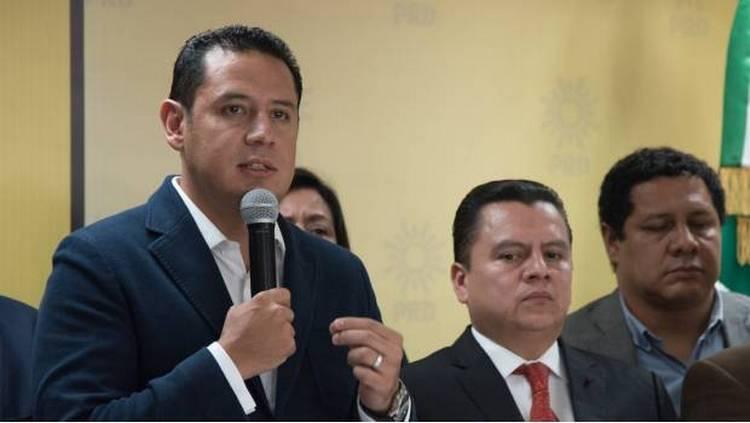 Ofrece el PRD a AMLO sus votos para echar atrás la Reforma Energética.