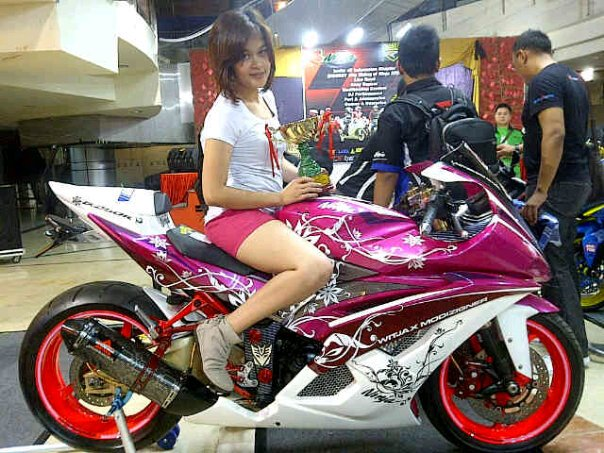 By Agus Witjax Modizigner These Photos Of When Youre Relaxing With A Beautiful Lady Friend In The Exhibition Jakarta Motorshow