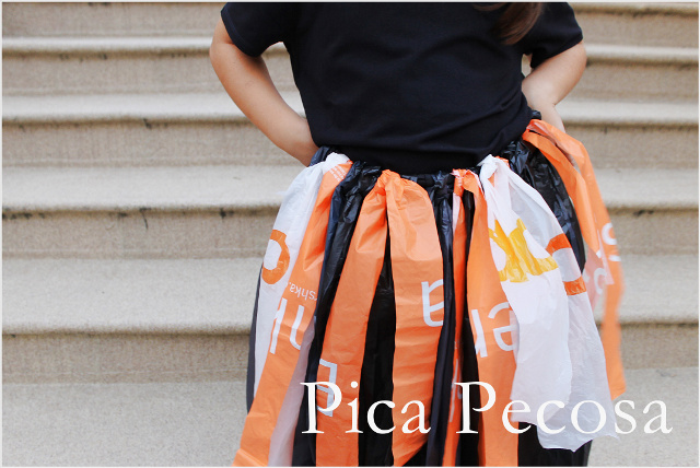 como-hacer-vestido-bruja-diy-halloween-con-bolsas-basura-recicladas-paso-3