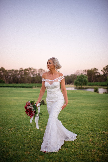 FIONA VAIL PHOTOGRAPHY PERTH WEDDING DRESS