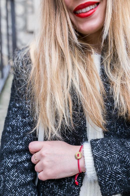 détail bracelet à nouer personnalisé