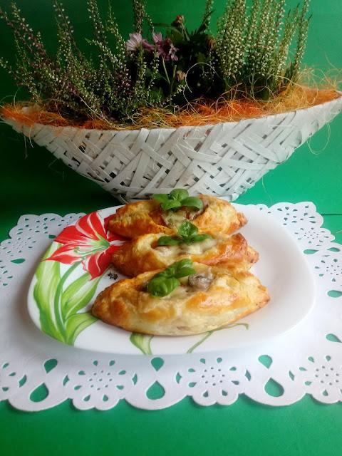 Ciasto francuskie z kurczakiem i