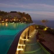 Adalah hotel top bintang 5 dengan layanan mewah yang beralamat di JL. Goa Lempeh, Benjar Dinas Kangin, Uluwata, Uluwatu, Bali 80364, Indonesia
