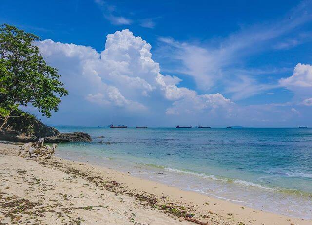 Pantai Karang Pandan, Nusa Kambangan, Cilacap - Foto @kinghafizm