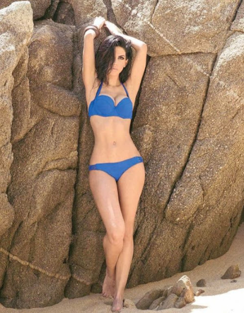 África Zavala in bikini