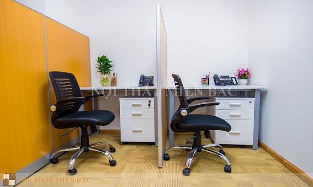 Mẫu ghế văn phòng nhập khẩu này có kiểu dáng vô cùng bắt mắt, thiết kế đệm ngồi bọc da đen êm ái bổ sung tựa lưng lưới