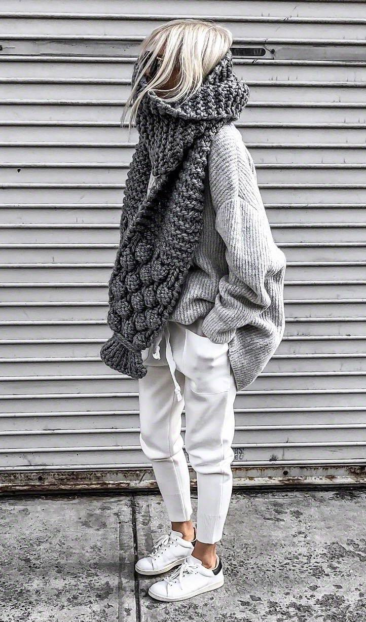 cozy fall outfit / oversized sweater + knit scarf + white pants + sneakers