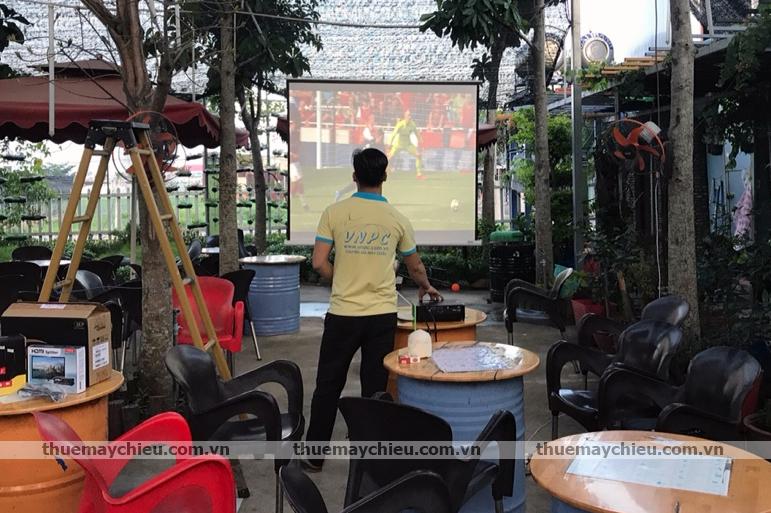 Cho thuê máy chiếu xem bóng đá mùa World Cup 2018 tại TpHCM