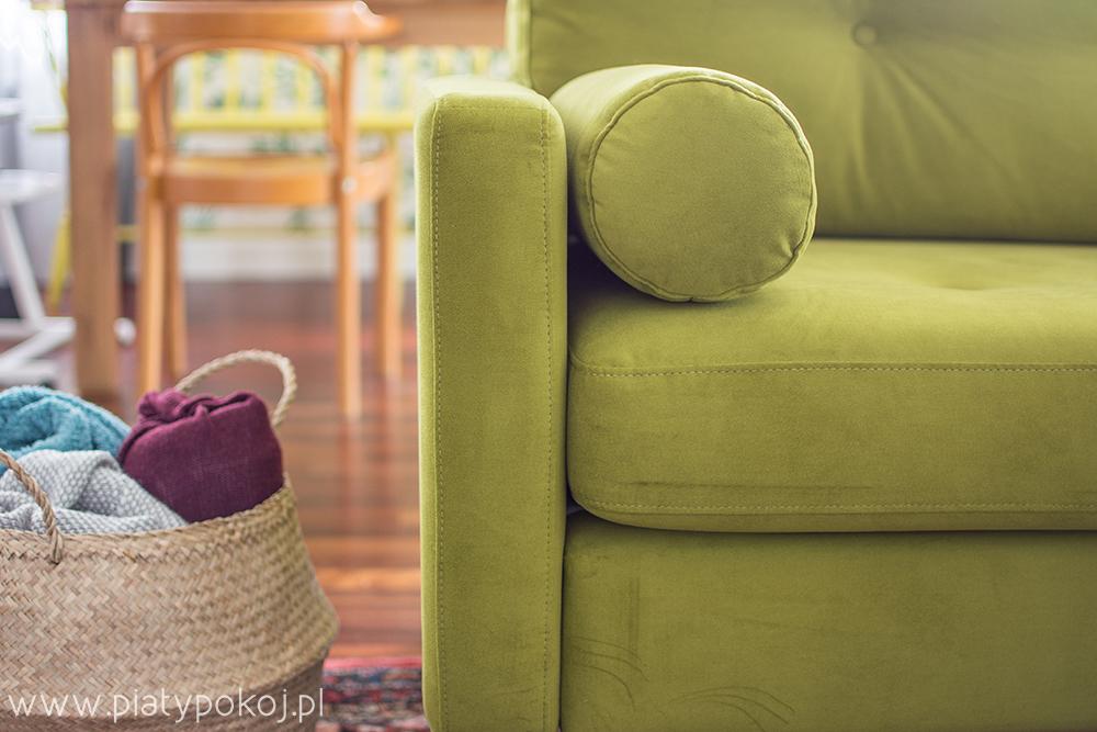kanapa w kolorze zielonego groszku
