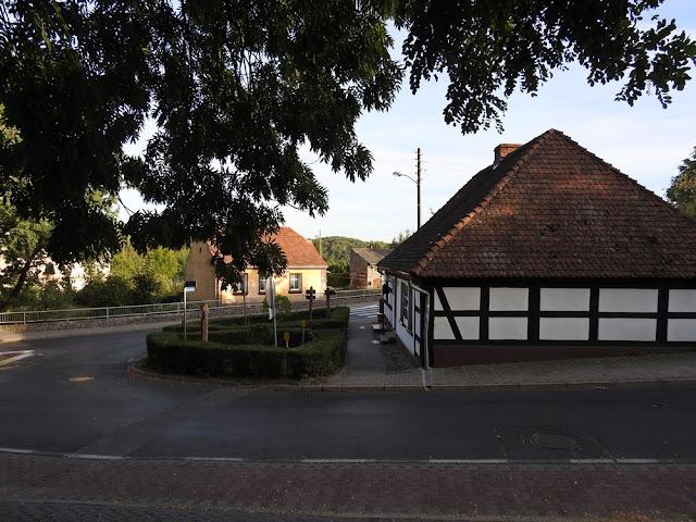 W miejscowości nad jeziorami Lubiąż i Krajnik są ciekawe zabudowania