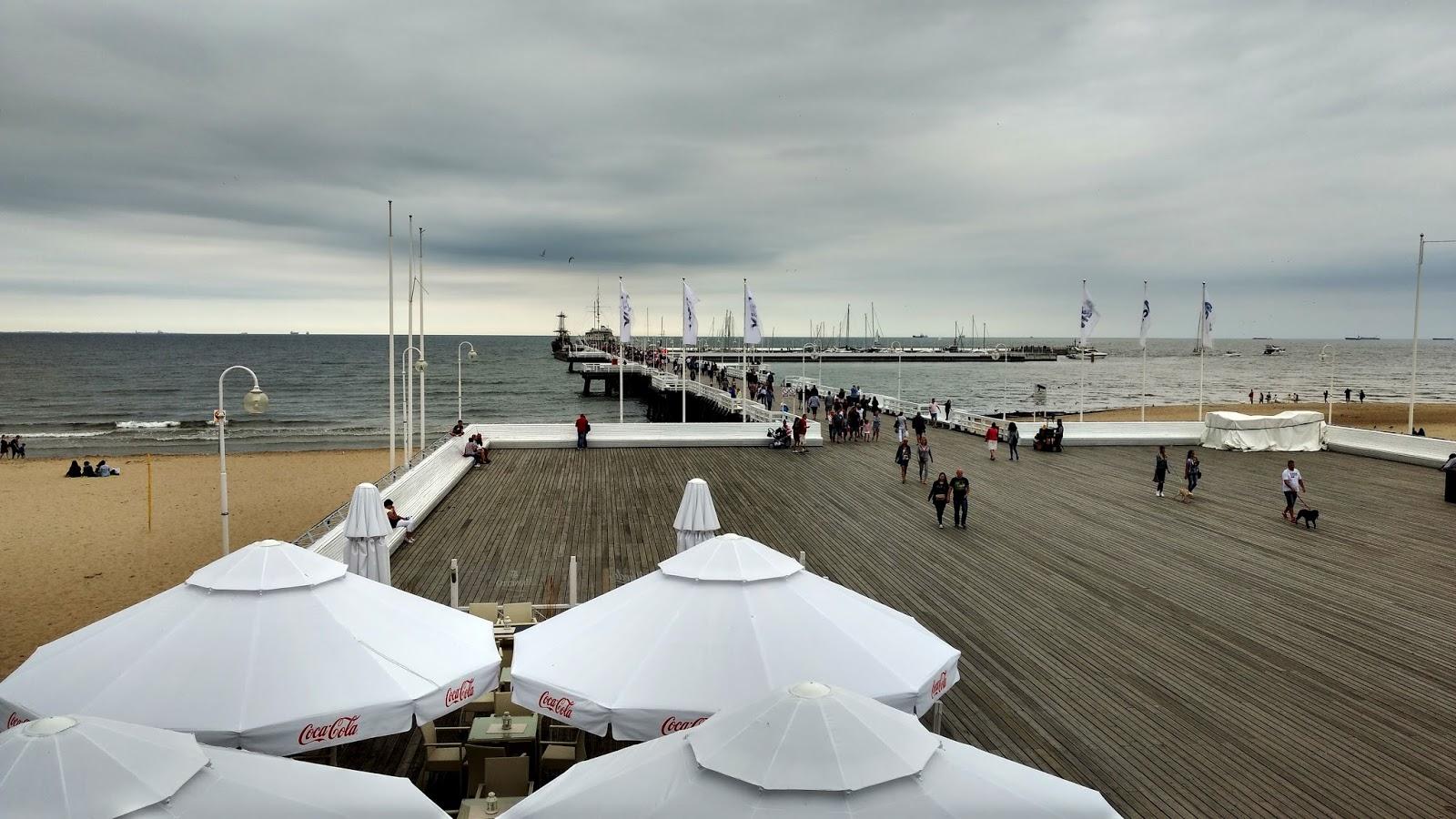 morze | niebo | parasole | widok | krajobraz | molo | sopot
