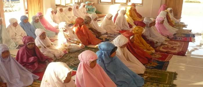 Hukum Aurat Wanita di Luar Sholat