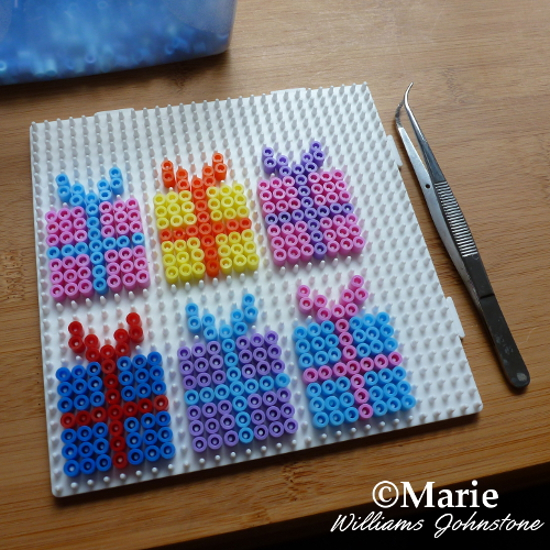 Make Small Perler Bead Projects for Party Favors Like These Gift Patterns