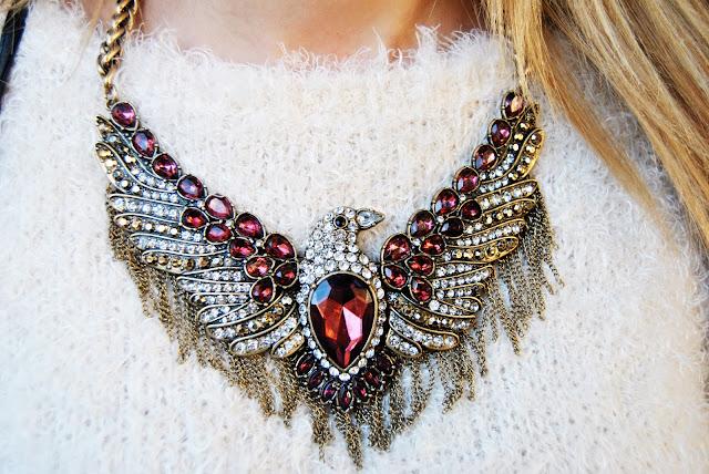 nery hdez, zara necklace, collar aguila de zara, burdeos