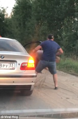 Furious Taxi Driver Dragged His Passenger Out Of The Car For Dropping Litter