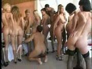 Gangbang Reverso com Mulheres