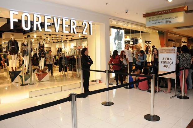 dd8d7a955af Tô poderosa!  Forever 21 inaugura sua primeira loja no Brasil