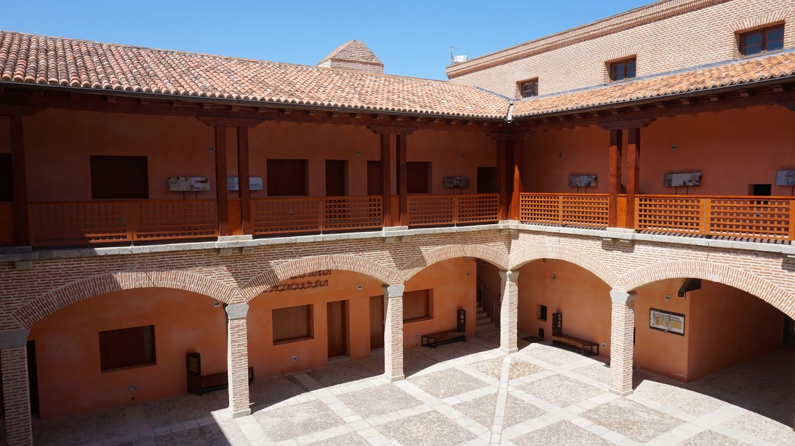 Primer patio del castillo de Arévalo