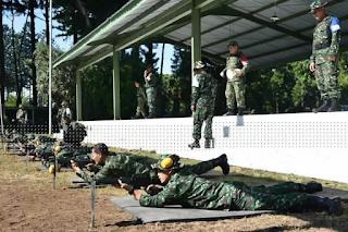 Prajurit Akmil Ikuti Latihan Menembak