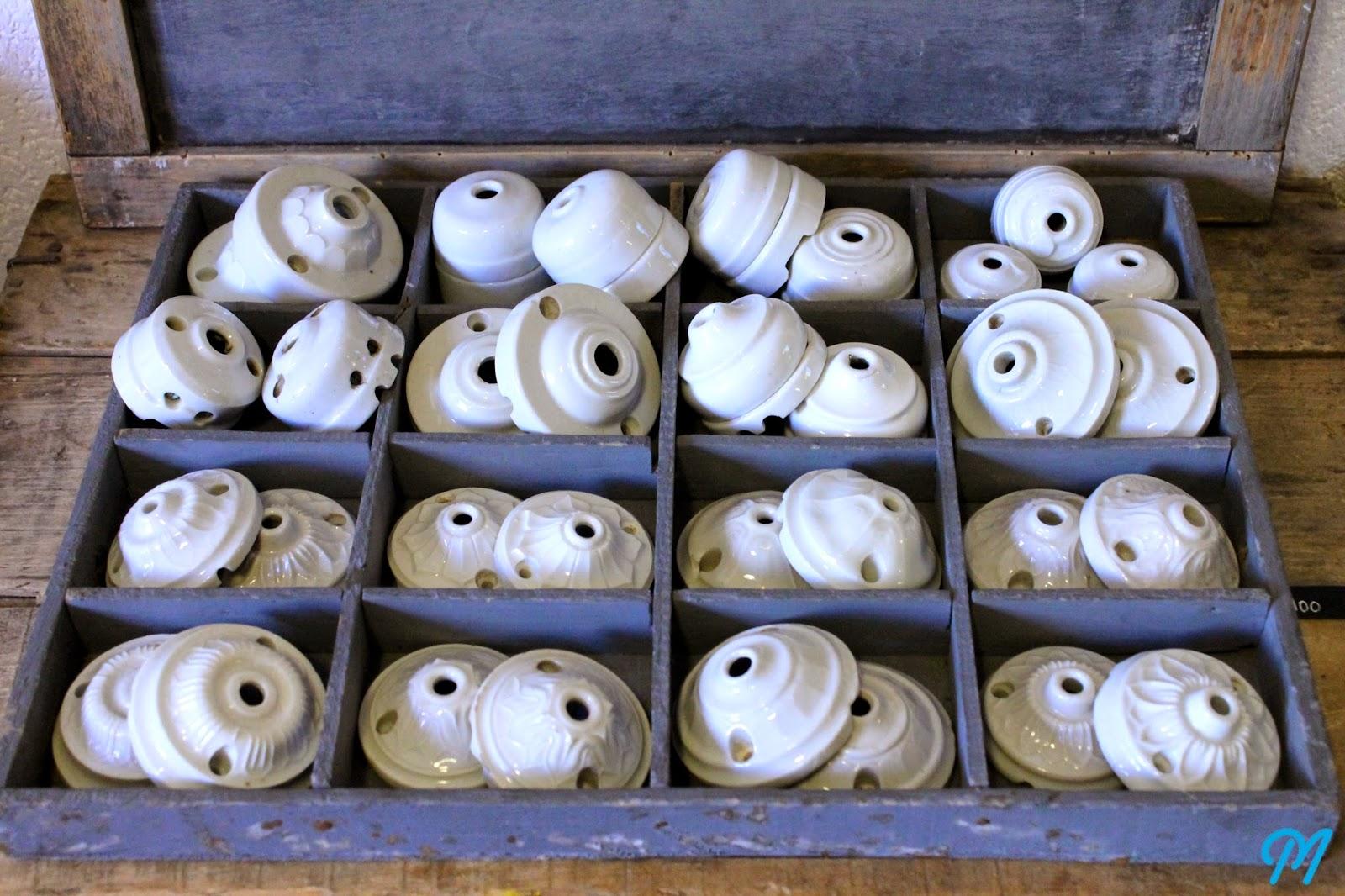rosaces anciennes en porcelaine pour luminaires suspensions marinette vintage blog. Black Bedroom Furniture Sets. Home Design Ideas