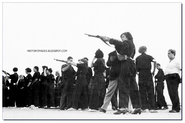 June 2 1937 Government soldiers train Spanish women weapon