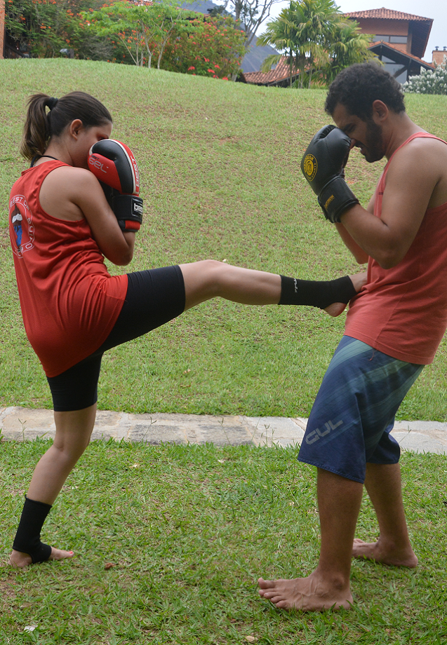 chute frontal kickboxing