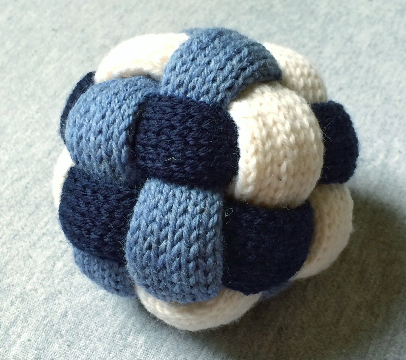 cozy birdhouse | knit braided ball