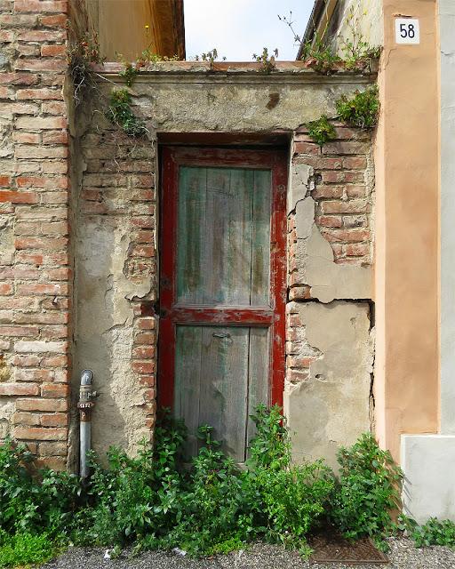 La porta non aperta, viale del Risorgimento, Livorno