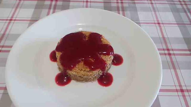 sablé gâteau noix de coco râpée coulis de framboises