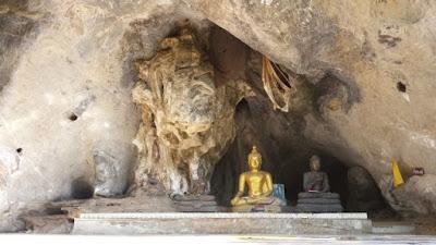 Wat Tham Khao Wong Uthai Thani