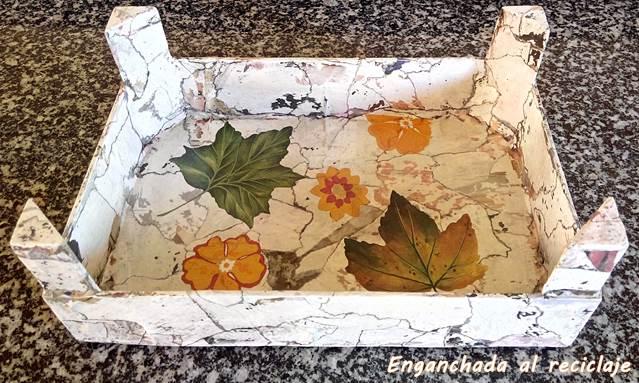 Bandeja imitación piedra decorada con decoupage - foto 1