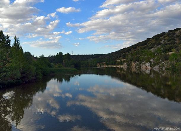 Margenes del río Duero en Soria, España. Por Viaja et verba