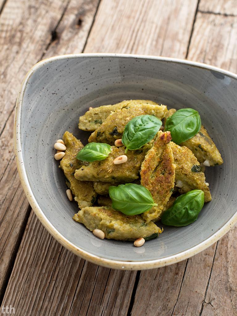 Kopytka jaglane z zielonym groszkiem i bazylią wegańskie, bezglutenowe roślinny blog kulinarny