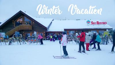 Orang-orang bermain ski di Ski Resort Ruka
