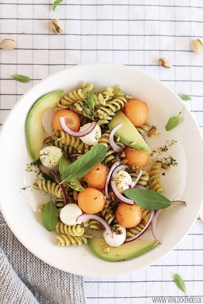 Fruchtiger Pastasalat mit Melone Rezept