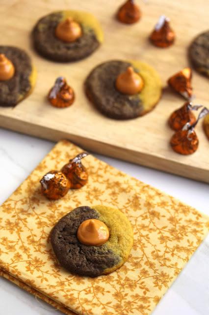 halloween+kiss+cookie3 - Pumpkin Chocolate Swirl Kiss Cookies