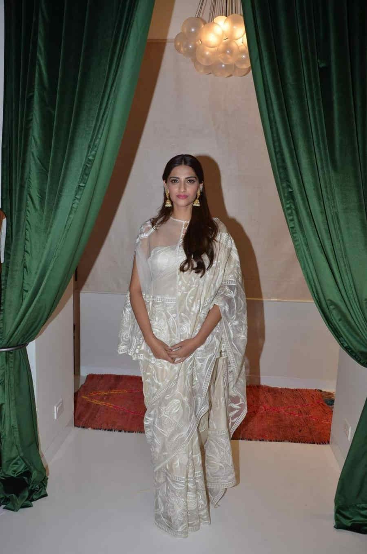 Beautiful Hindi Girl Sonam Kapoor Photos In Transparent White Sari