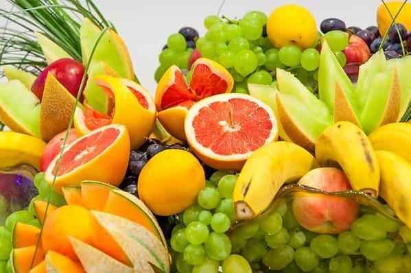 frutas diversas. Alimentos contra a depressão e a ansiedade